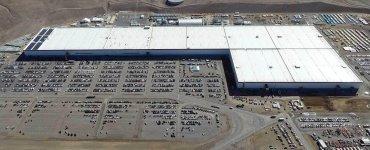 Tesla met en garde contre une pénurie de matières premières pour les batteries