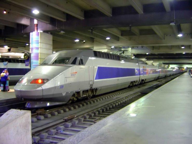 La SNCF signe le plus gros contrat en France d'électricité renouvelable