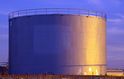 Réservoir de pétrole Wikimedia Commons