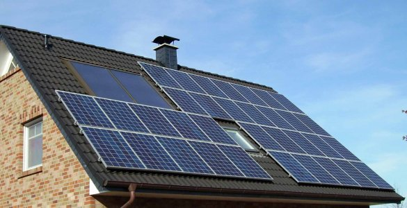 Solar_panels_on_a_roofwikimediacommons