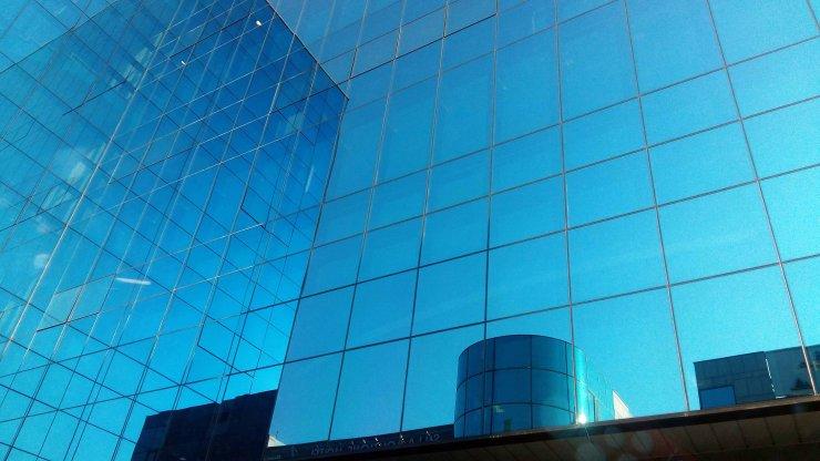 Immeuble de verre wikimedia commons