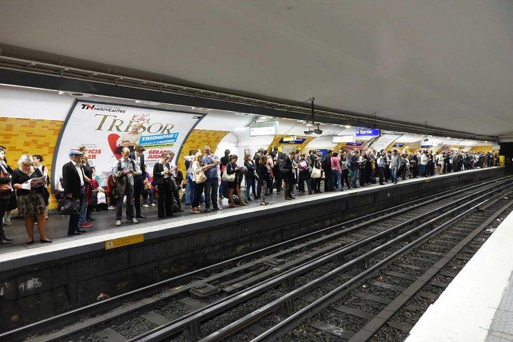 Metro Paris station Etoile wikimedia commons