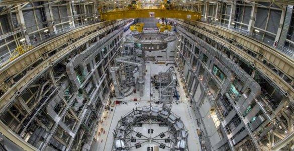 ITER La base du cryostat en passe d'être installée Copyright Iter